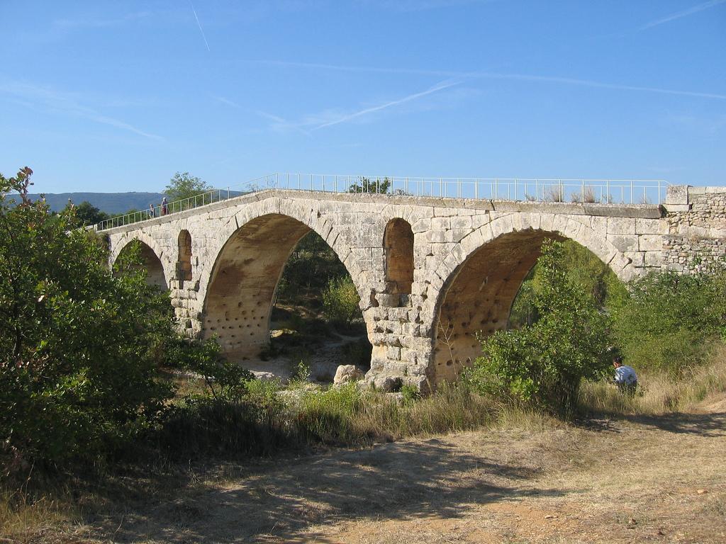 pont julien Bonnieux chambre d'hotes